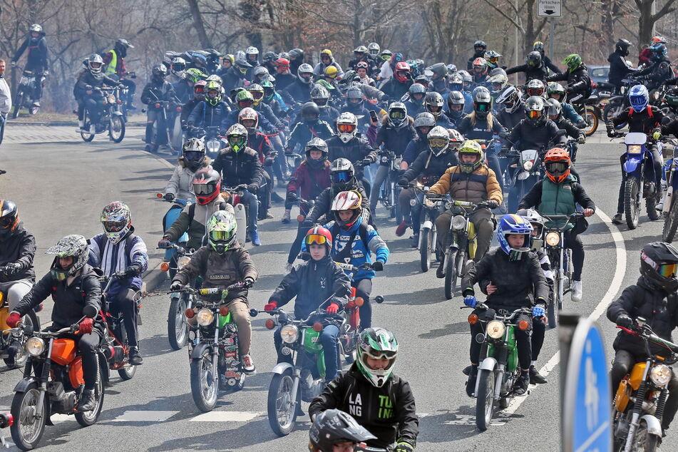 Eine Biker-Kolonne knatterte am Wochenende durch Zwickau und Umgebung.