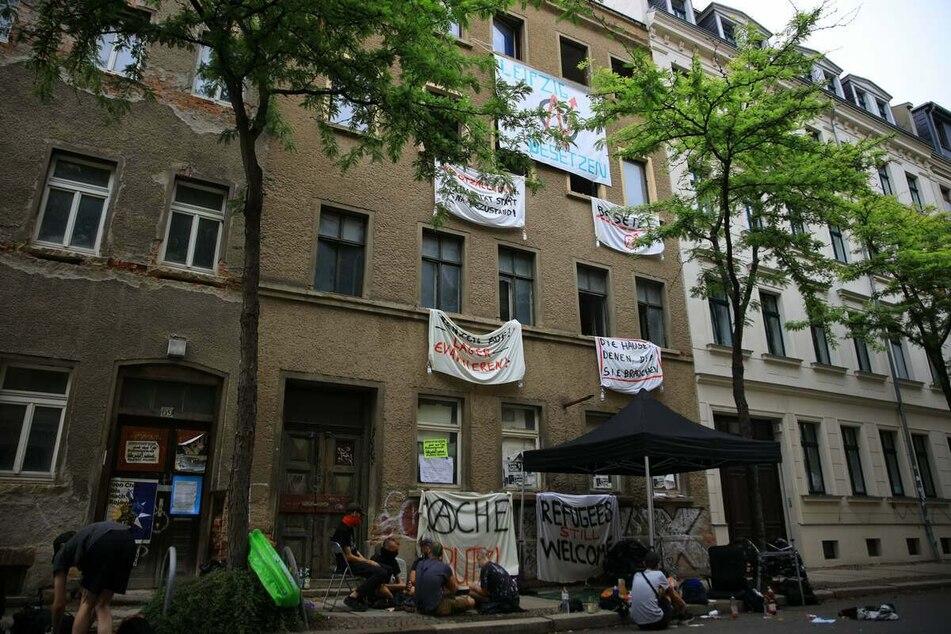 Das besetzte Haus an der Ludwigstraße in Leipzig. Durch die Aktion wurde erneut die Debatte um bezahlbaren Wohnraum in der Messestadt angefeuert.