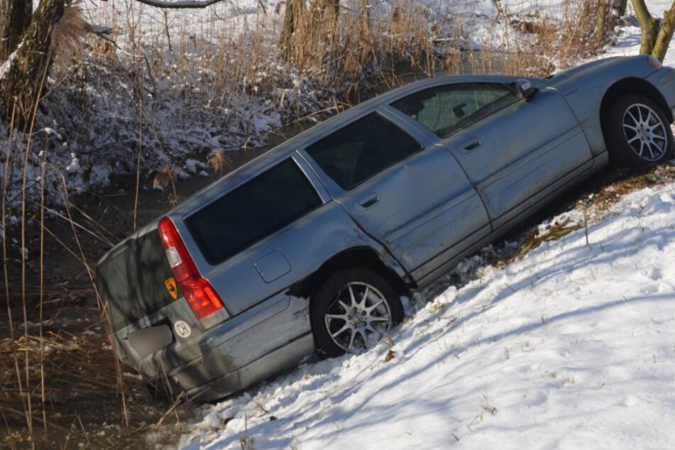 Mercedes kracht mit Volvo zusammen: Drei Kinder verletzt!