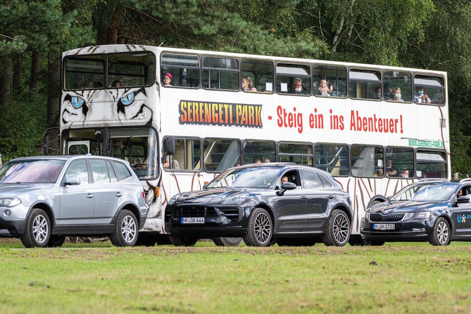 Ein Bus fährt durch den Serengeti-Park Hodenhagen: Am Eingang hat es einen Säure-Angriff gegeben.