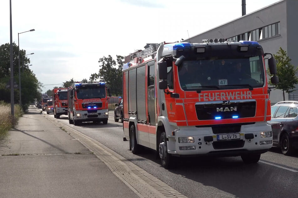 Die Leipziger Feuerwehr hat sich mit mehr als 70 ehrenamtlichen Helfern auf den Weg ins Krisengebiet in Rheinland-Pfalz gemacht.