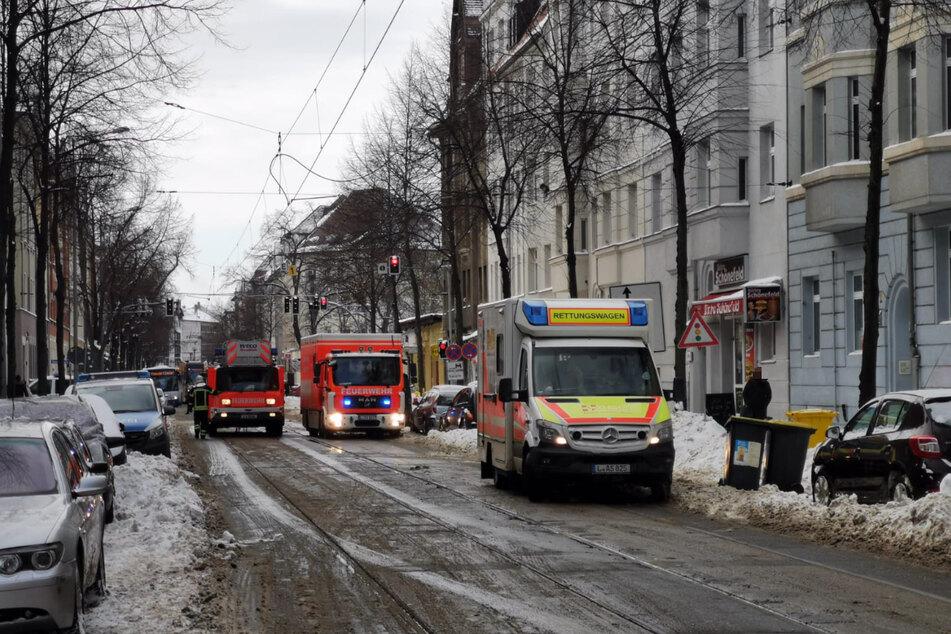 Im Zuge der Löscharbeiten musste die Straße vollständig gesperrt werden.