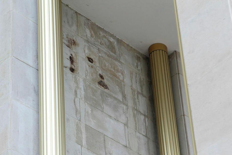 Auf der Fassade entstehen hässliche Nässeflecken.