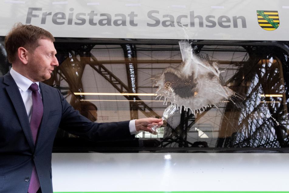 """Erst Anfang März hat Michael Kretschmer (CDU), Ministerpräsident von Sachsen, den ICE auf den Namen """"Freistaat Sachsen"""" getauft."""