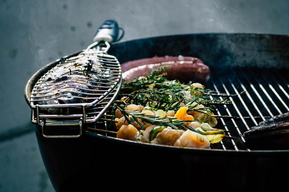 Fleisch, Fisch, Gemüse oder Käse - Bei einem vielfältigen Grillgut bleibt oft etwas übrig, was sich zu leckeren Gerichten weiterverarbeiten lässt (Symbolbild).