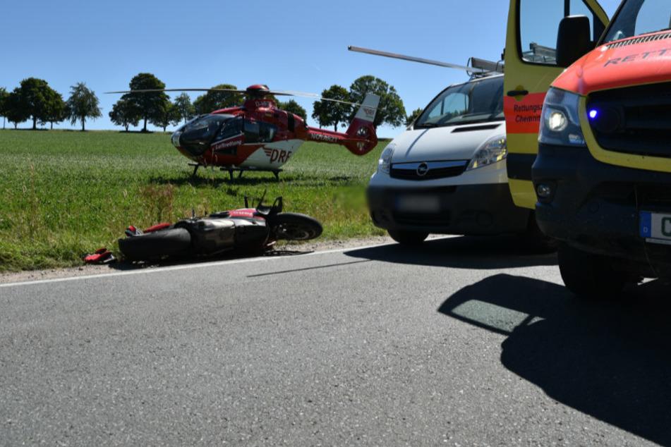 Der Biker wurde in ein Klinikum geflogen.