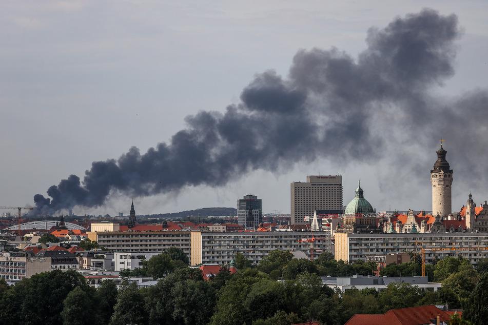 Die Rauchwolke war auch über weite Teile von Leipzig noch zu sehen.