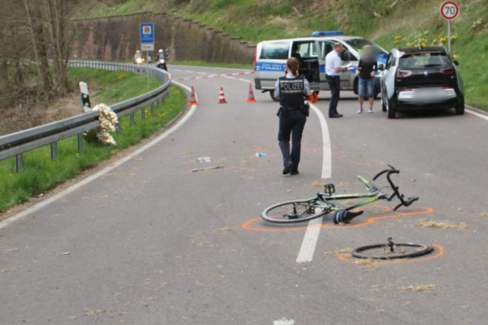 Nach ersten Erkenntnissen der Polizei trug der Radfahrer keinen Helm.