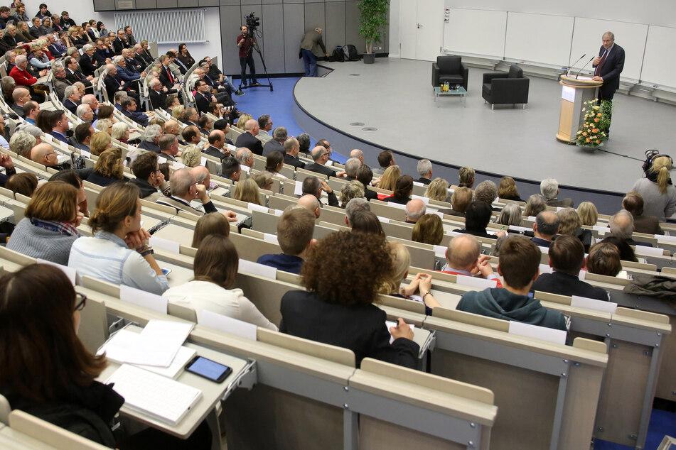 3000 Studierende der Düsseldorfer Uni machen bei einer Impflotterie mit.