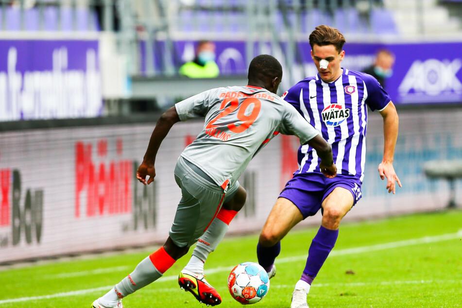 Beim Spiel des FC Erzgebirge Aue verletzte sich Mittelfeldspieler Omar Sijaric (19). Wegen der Nasenbeinfraktur steht er am Freitag beim Spiel gegen den SSV Jahn Regensburg nicht auf dem Platz.