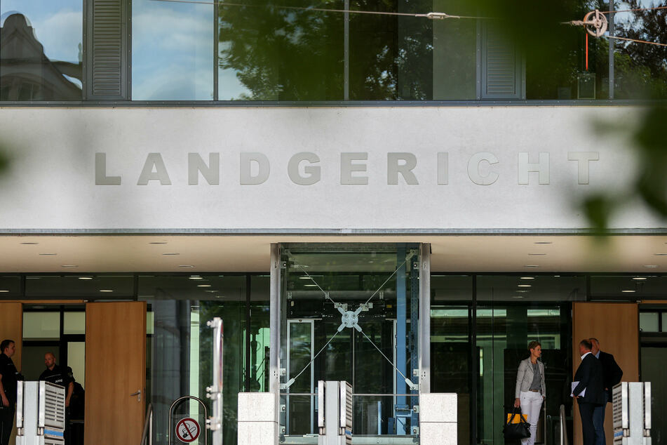 Mutter mit Hammer erschlagen? Prozessbeginn in Magdeburg