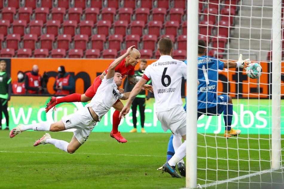 Der offensiv ausgerichtete Linksverteidiger Angelino (hinten links) traf nach Olmo-Vorlage in der 45. Minute zum 1:0 für RB Leipzig.