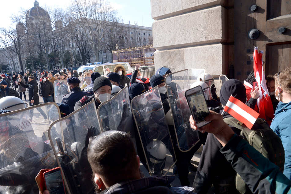 Am vergangenen Samstag protestierten in Wien knapp 20.000 Demonstranten gegen die österreichische Corona-Politik.