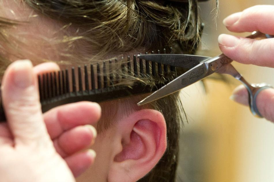Im Südwesten pochen Friseure auf eine schnelle Öffnung der Salons. (Symbolbild)