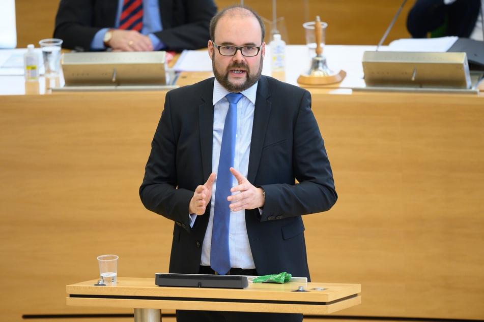 """""""Wir haben einen guten Kompromiss gefunden"""", sagte Sachsens Kultusminister, Christian Piwarz (45, CDU). Er bringe allen Beteiligten Planungssicherheit. Eine Verschiebung der Planung auf einen späteren Zeitpunkt würde kein anderes Ergebnis bringen."""
