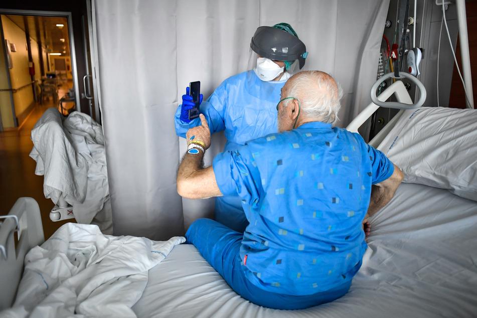 Für ältere Patienten ist der Coronavirus ohnehin sehr gefährlich, nun kommen auch noch Erektionsprobleme als Symptom dazu. (Symbolbild)