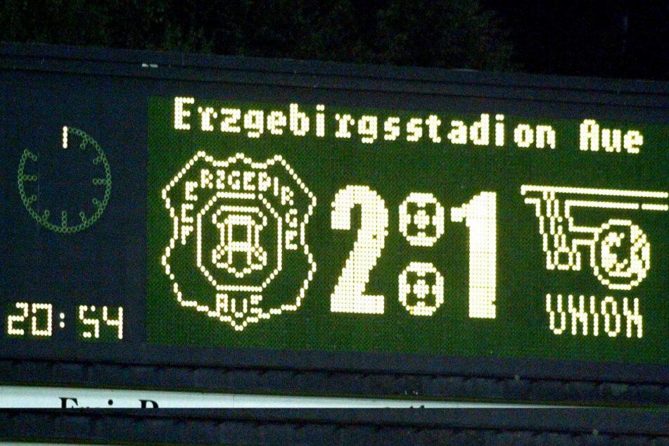 15. August 2003 - mit 2:1 gewann der FC Erzgebirge am 3. Spieltag sein erstes Spiel in der 2. Bundesliga. Nunmehr gehen die Veilchen in ihre 15. Saison und werden am 24. Spieltag das 500. Spiel bestreiten.
