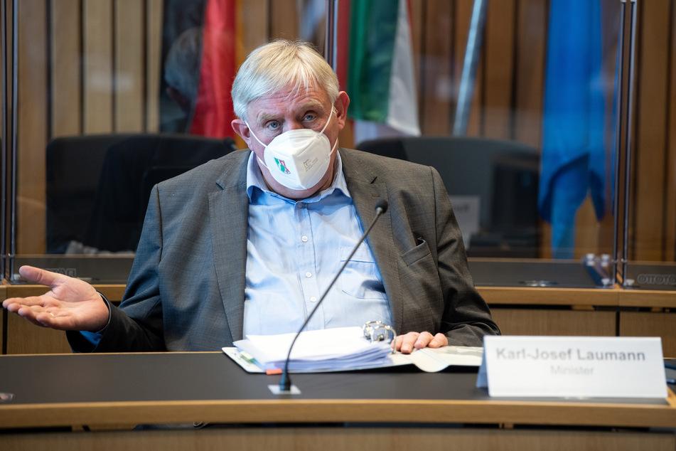 NRW-Gesundheitsminister Karl-Josef Laumann (CDU) machte deutlich, dass es für den Biontech-Impfstoff ein sehr ausgeklügeltes und sicheres System bis hin zum eigentlichen Spritzen bedürfe.