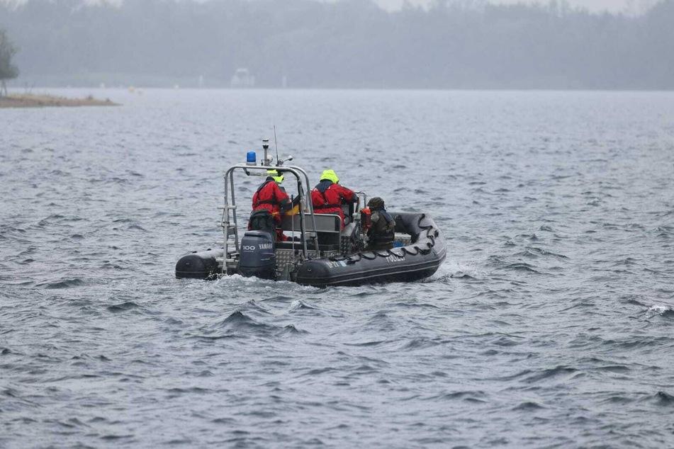 Am Freitagmorgen sind Taucher erneut zur Suche nach der Leiche im Cossi aufgebrochen.