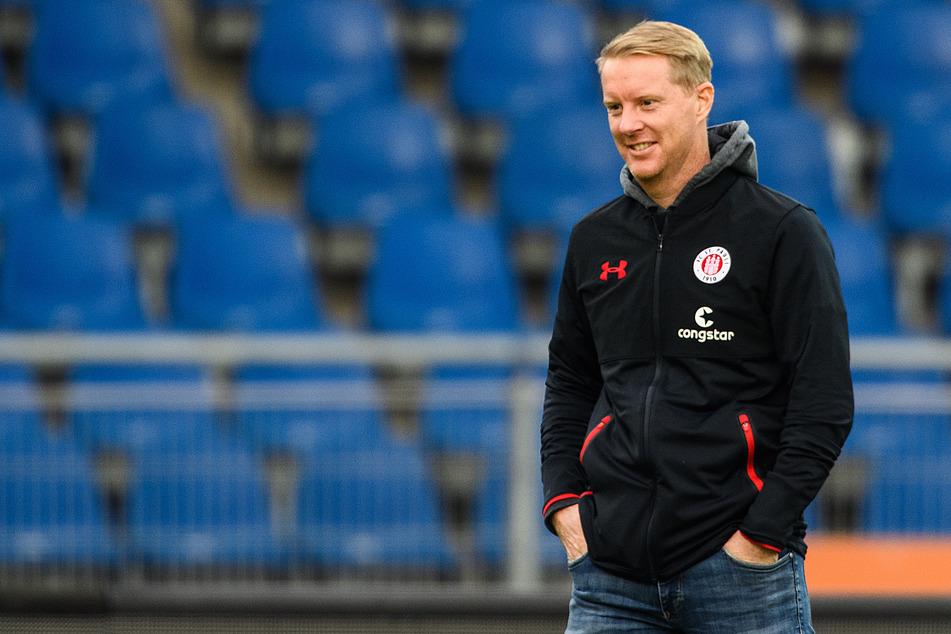 Sah viel Gutes von seiner Mannschaft: St.-Pauli-Coach Timo Schultz (43). Der 43-Jährige hat jetzt noch zwei Wochen Zeit, an den letzten Stellschrauben zu drehen.