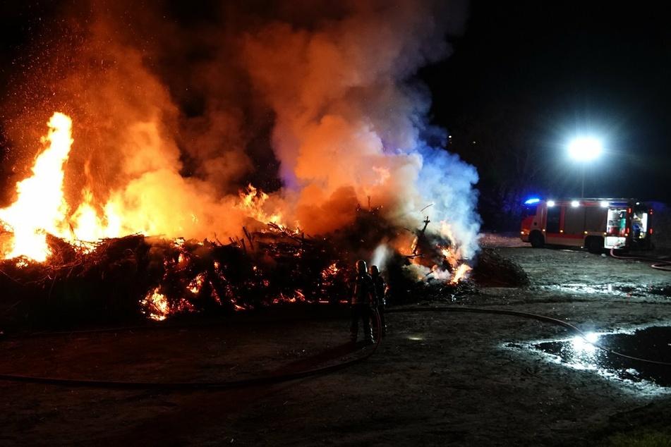 Im Schönauer Park in Leipzig ist es Mittwochnacht wieder einmal zu einem Brand gekommen.
