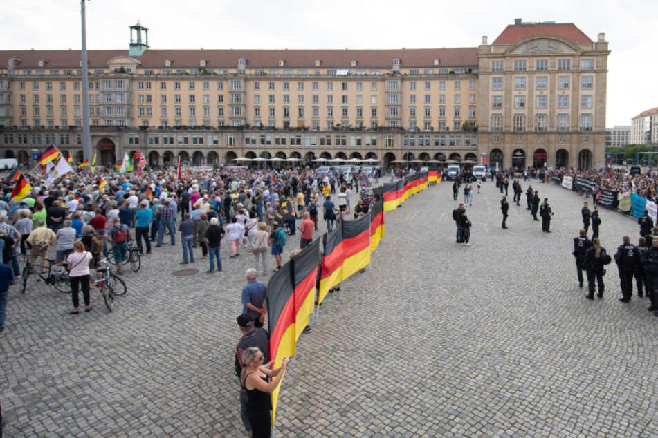 Dresden: 1300 Demonstranten gegen Pegida!