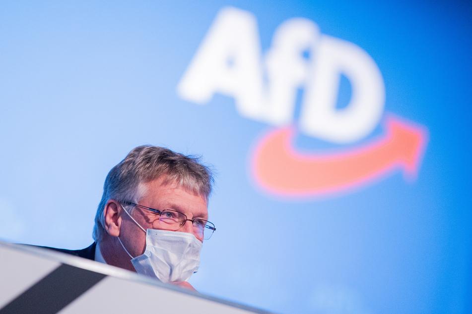 Jörg Meuthen, Bundessprecher, schaut beim Bundesparteitag der AfD (Alternative für Deutschland) in den Saal.