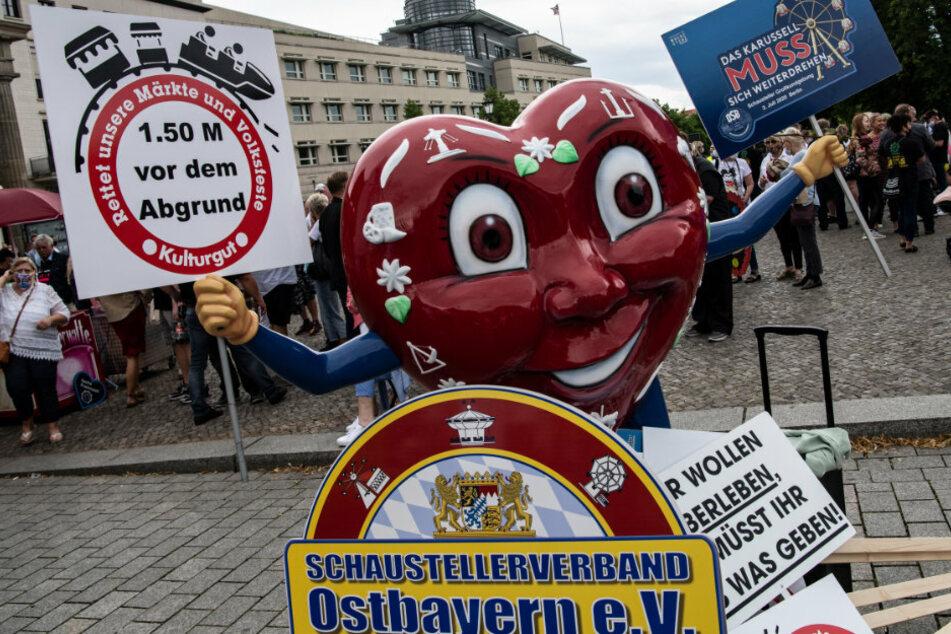 Berlin: Schausteller gehen gegen Corona-Einschränkungen auf die Straße