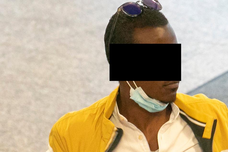 Kranke Heimbewohner weggesperrt? Pflegehelfer vor Gericht