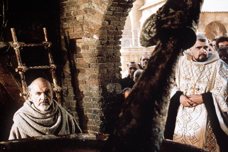 """Im Film """"Der Name der Rose"""" spielte Michael Lonsdale (rechts) einen Abt. Mit ihm stand Sean Connery (links) vor der Kamera."""