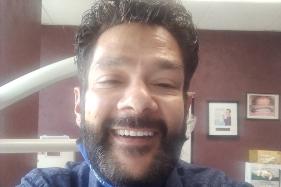 What a difference! Shaun Weiss shows off his new teeth in September 2020.