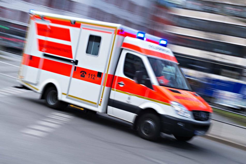 Die 33-Jährige wurde vom Rettungswagen in ein Würzburger Krankenhaus gebracht, wo sie kurze Zeit später ihren schweren Verletzungen erlag. (Symbolbild)