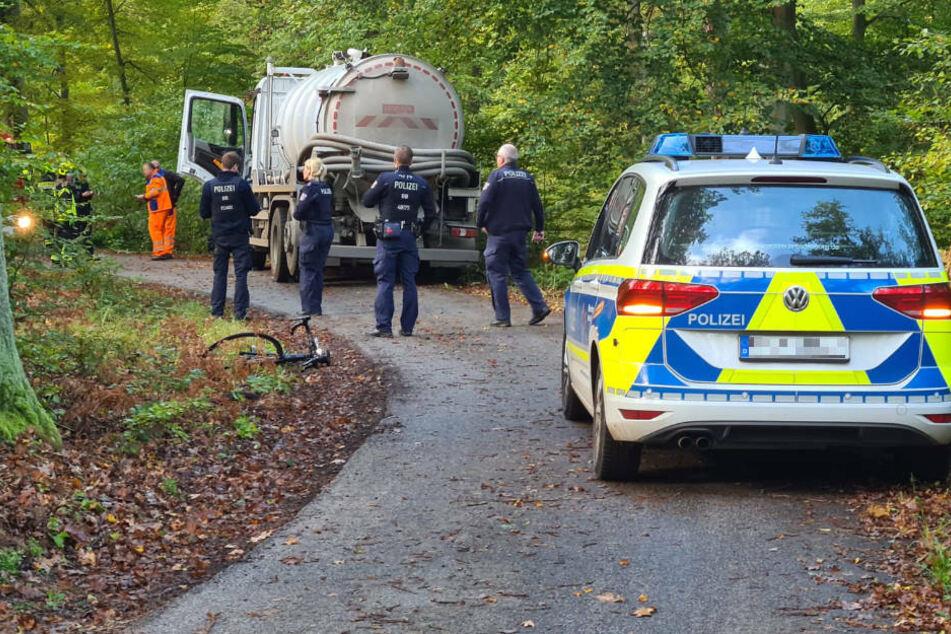 Berlin: Radfahrerin von Gülle-Laster erfasst und eingeklemmt