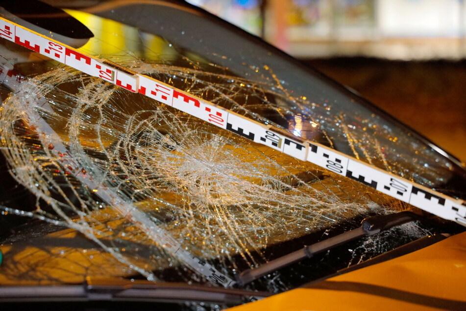 Mit schweren Kopf- und Beinverletzungen wurde das Unfallopfer in ein Krankenhaus gebracht.