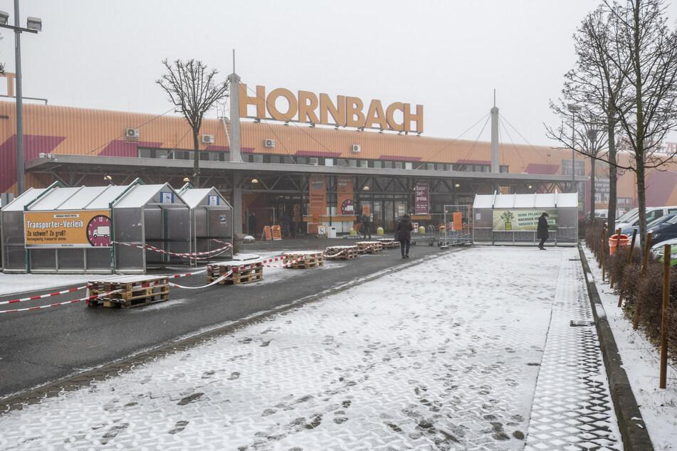 Kein Andrang am Montagmorgen vorm Hornbach.