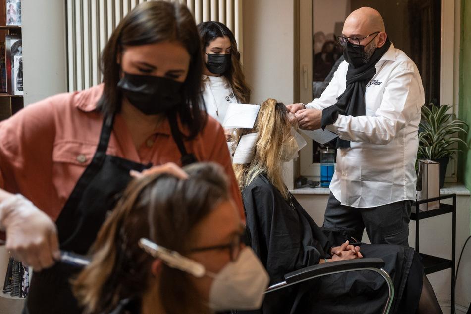 Corona-Zwangspause vorbei: Riesen-Ansturm auf Friseure in NRW