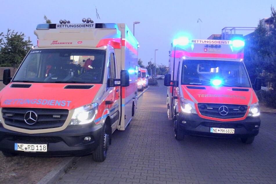 Betäubungsmittel auf Spielplatz genommen: Acht Personen im Krankenhaus
