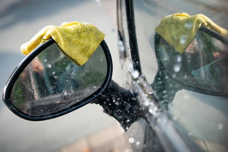 Erste hessische Kommunen sprechen bereits vom Notstand bei der Wasserversorgung. Versorger und Verbände mahnen zum umsichtigen Gebrauch von Wasser (Symbolbild).