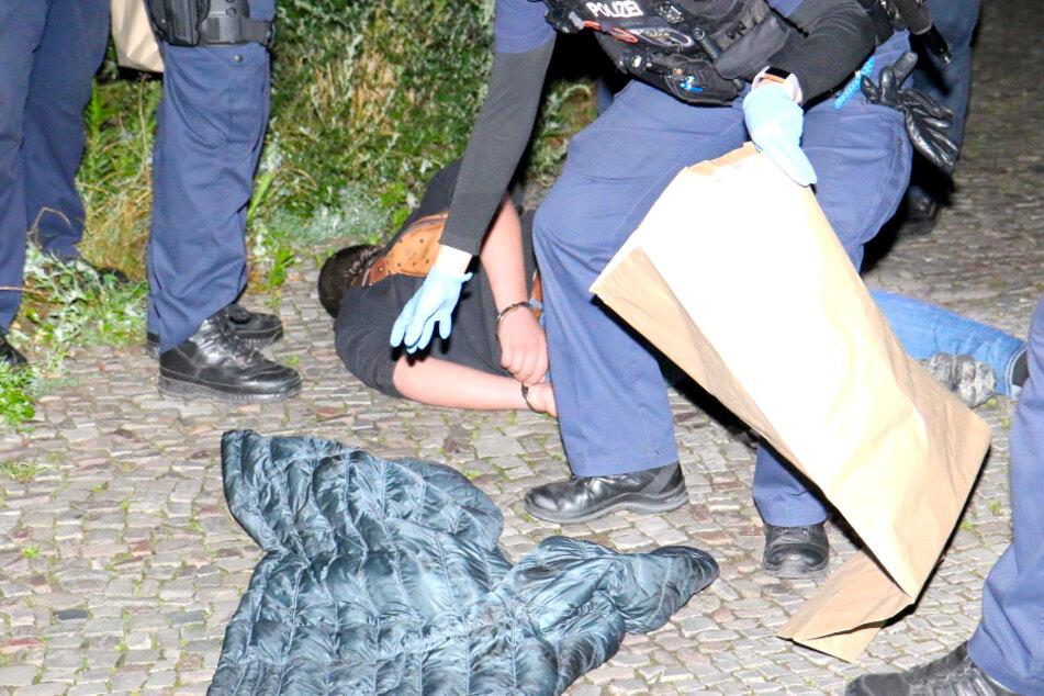 Blutiger Überfall im Mauerpark: 18-Jähriger niedergestochen!