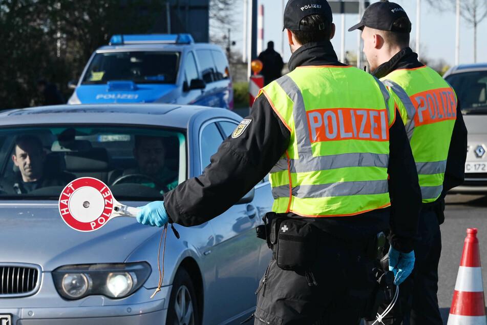 Die Kontrollen an der deutschen Grenze sollen von diesem Samstag an vorsichtig gelockert werden.
