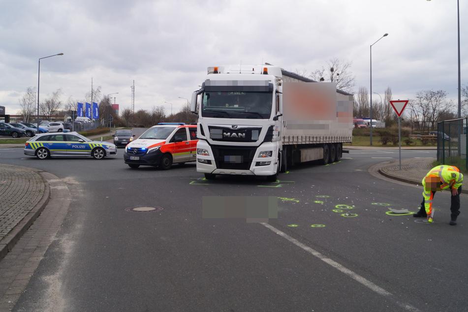 Fahrrad gegen Lkw: Radler stirbt bei Unfall in Bitterfeld-Wolfen