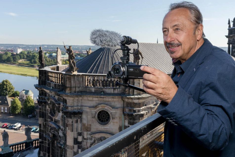Der Schauspieler Wolfgang Stumph (74) steht auf dem Hausmannsturm des Residenzschlosses. (Archivbild)