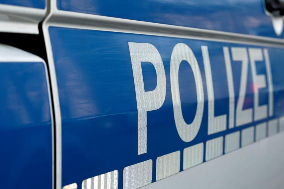 Die Polizei ermittelt gegen den Mann nun wegen des Verdachts der räuberischen Erpressung. (Symbolbild)