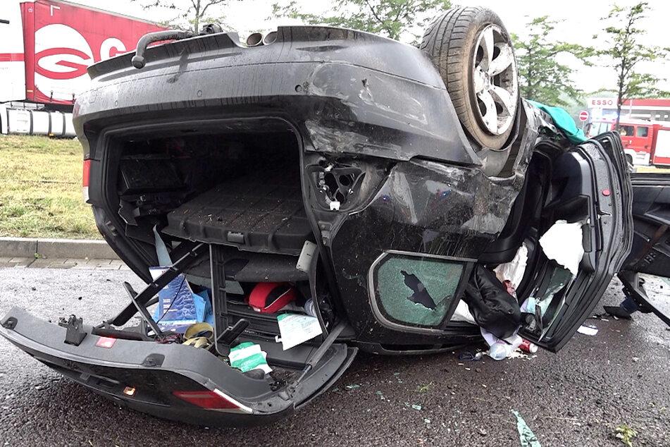 Aus diesem Wrack wurden Fahrer (30) und Beifahrer (36) schwer verletzt geborgen.