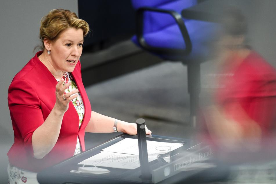 Franziska Giffey (42, SPD), Bundesministerin für Familie, Senioren, Frauen und Jugend, fordert mehr Schnelltests für Deutschlands Schulen.
