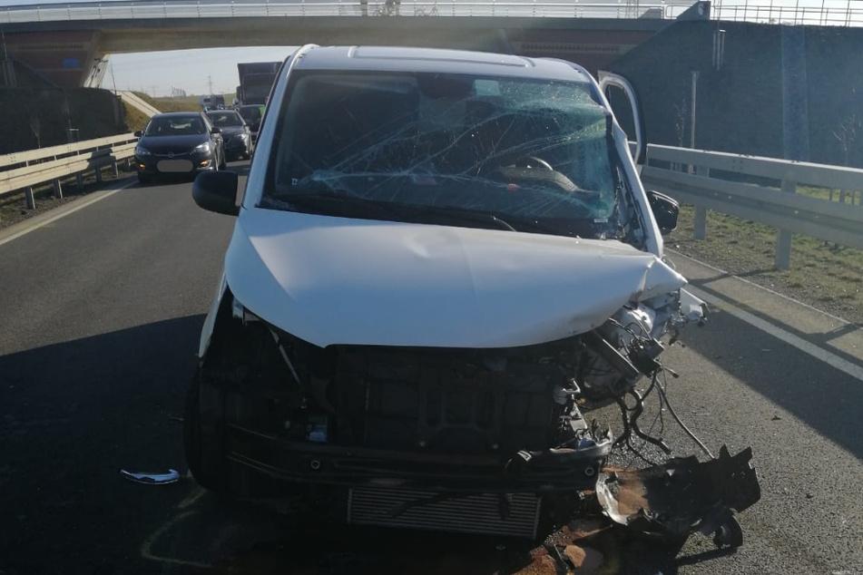 Tödlicher Unfall: Drei Autofahrer schwer verletzt, eine Beifahrerin stirbt
