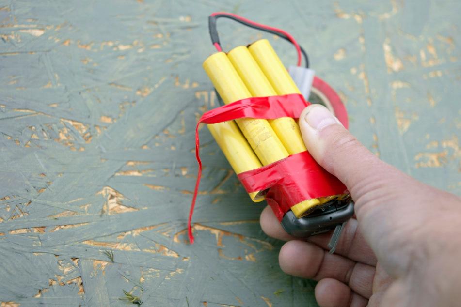 Mann legt vermeintliche Bombe auf Tresen und fordert Tablets sowie Handy