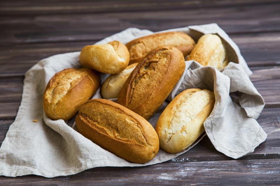 Alte Brötchen aufbacken: Mit diesem Trick werden sie wieder frisch und knackig