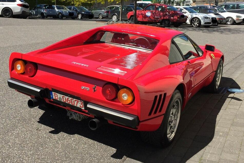Der Mann (45) soll einen seltenen Ferrari 288 GTO, Baujahr 1985, gestohlen haben. Nun steht er vor Gericht!