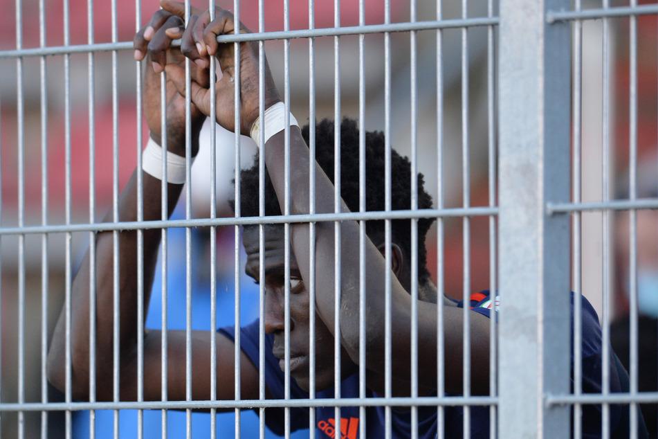 Mittelfeldakteur Amadou Onana (19) muss in Quarantäne.